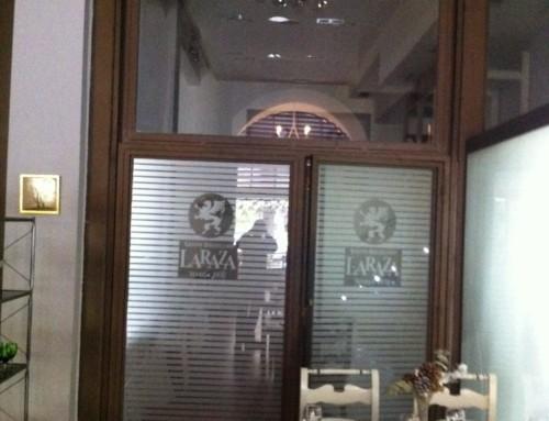 Instalación de la nueva iluminación del restaurante La Raza